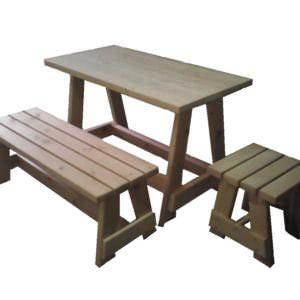 komplekt iz stol lavka taburet 300x300 - Комплект стол, лавка, табурет из массива кедра